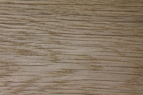 unbesäumtes oder parallel besäumtes Eichenholz
